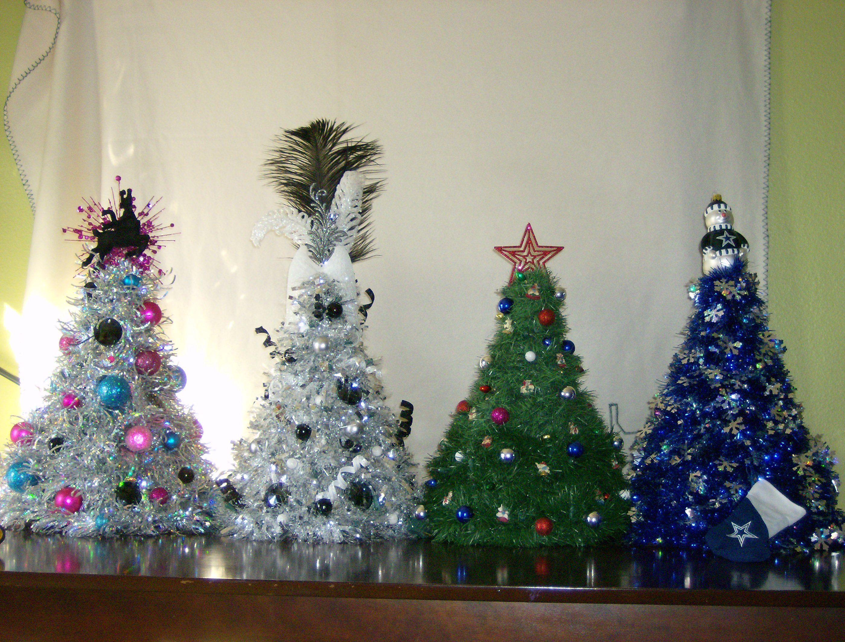 Here Is A Web Site With Instructions On How To Make Your Own Cloths Hanger Tree Http Www Hanger Christmas Tree Diy Christmas Tree Christmas Tree Crafts