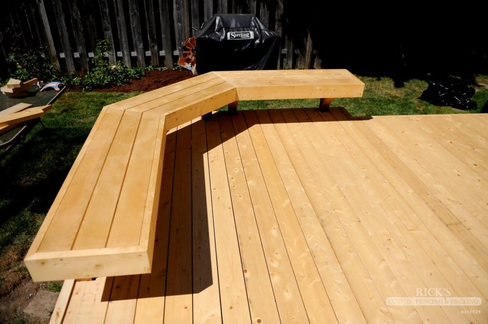 Cedar wood deck with built in seating area cedar decks for Small deck seating ideas