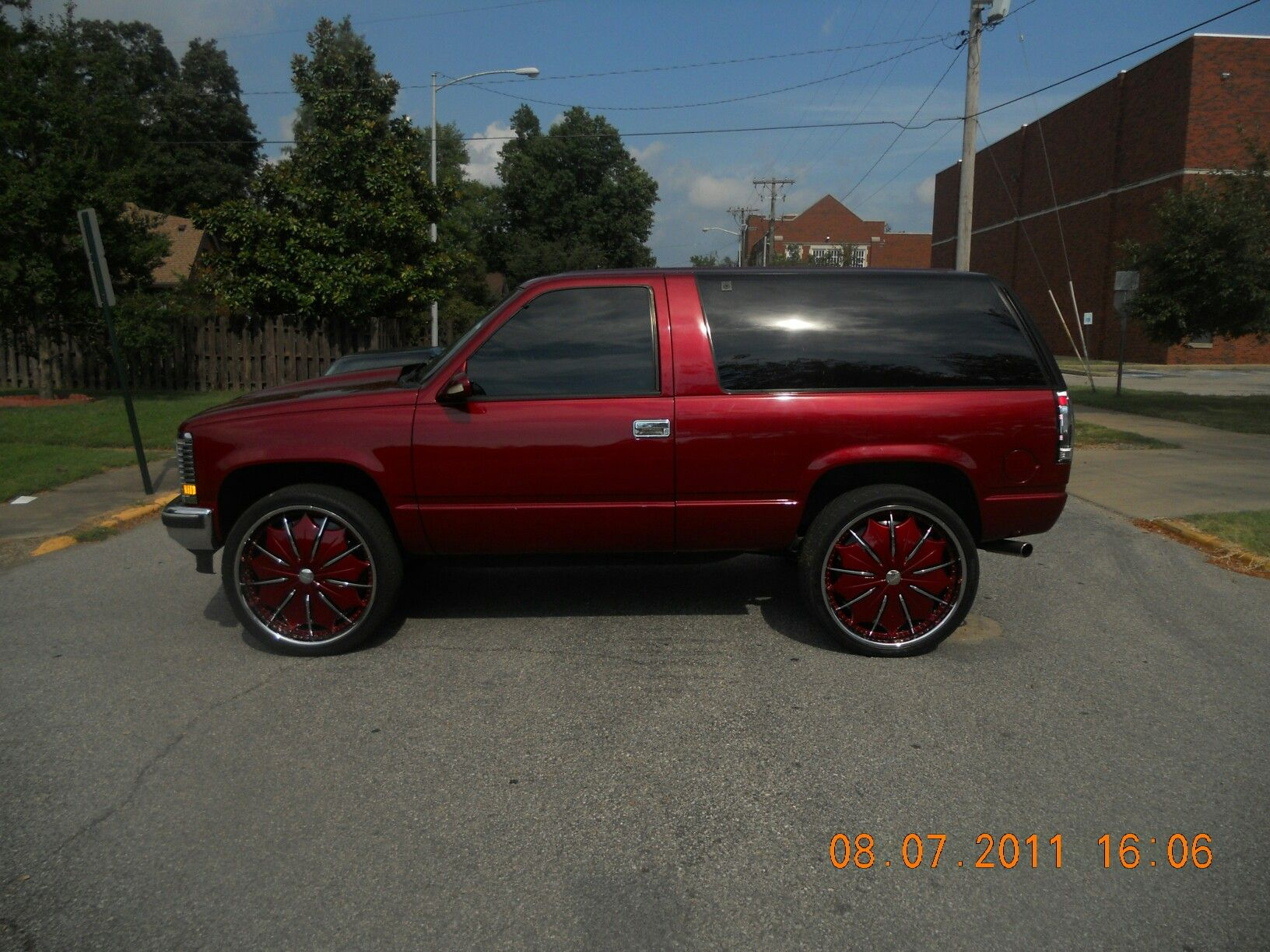 Custom 2 door tahoe chevy tahoe 4x4 2 door 1995 fuzion whipz pinterest chevy 4x4 and kustom