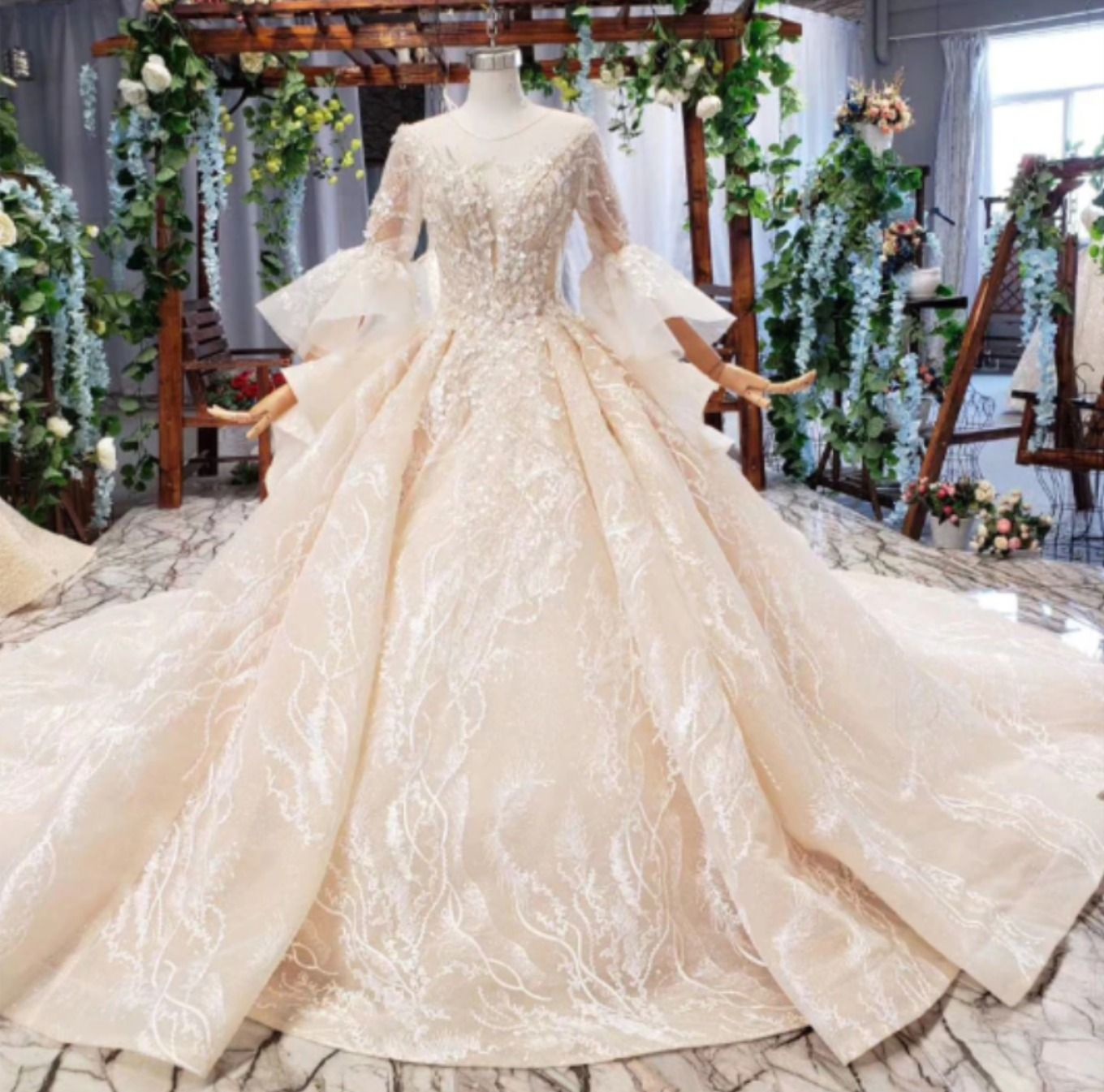 Luxury 18/18 flare sleeve beading Wedding Gown with royal train ...