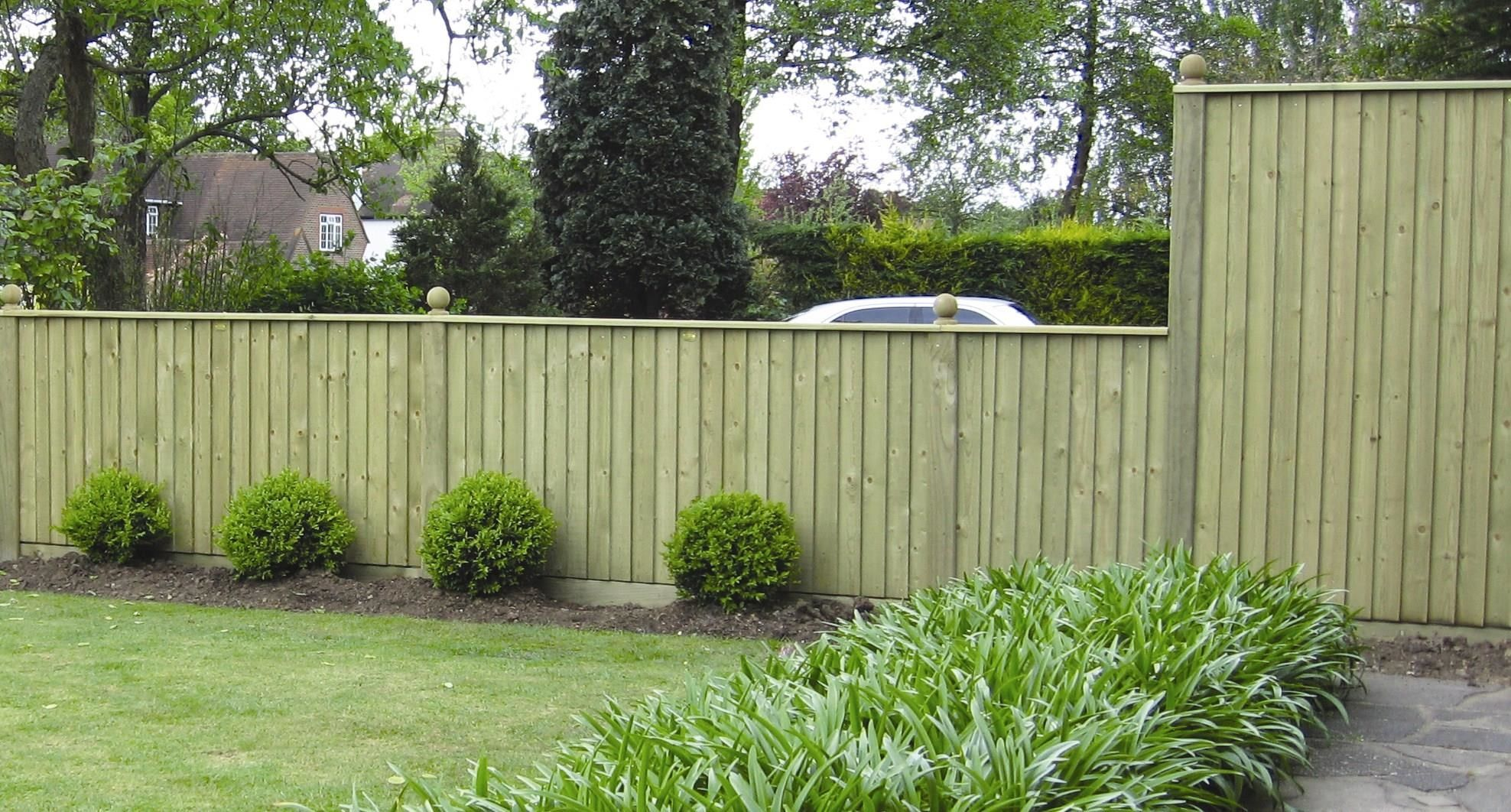 Jacksons Featherboard Fence Panels Used To Separate Two