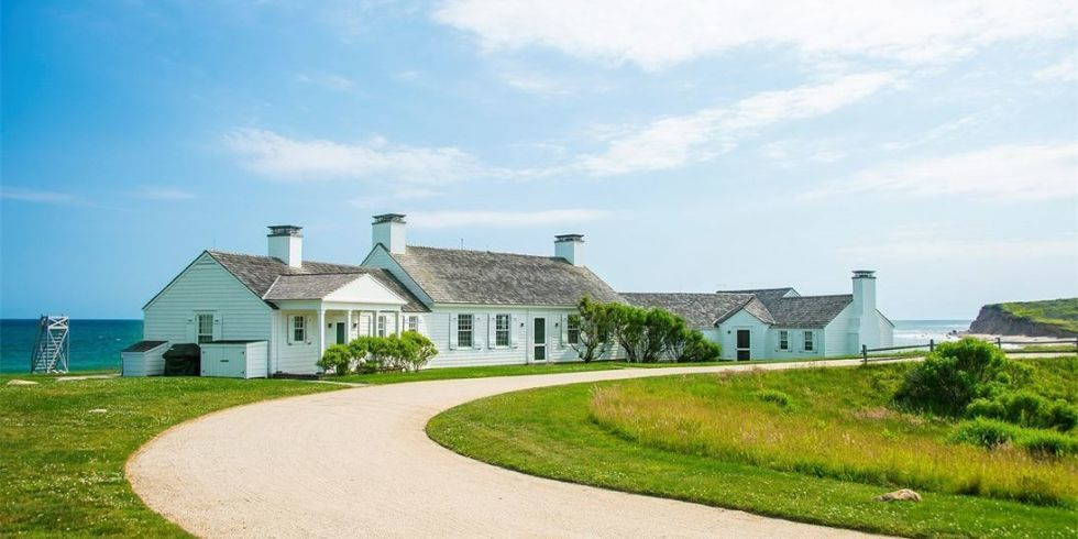Andy Warhol S City Escape Is Surprisingly Country And It S For Sale Estate Homes Hamptons House Celebrity Houses