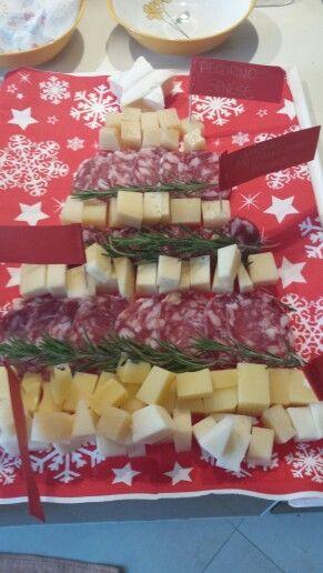 Albero di Natale di formaggi e salumi