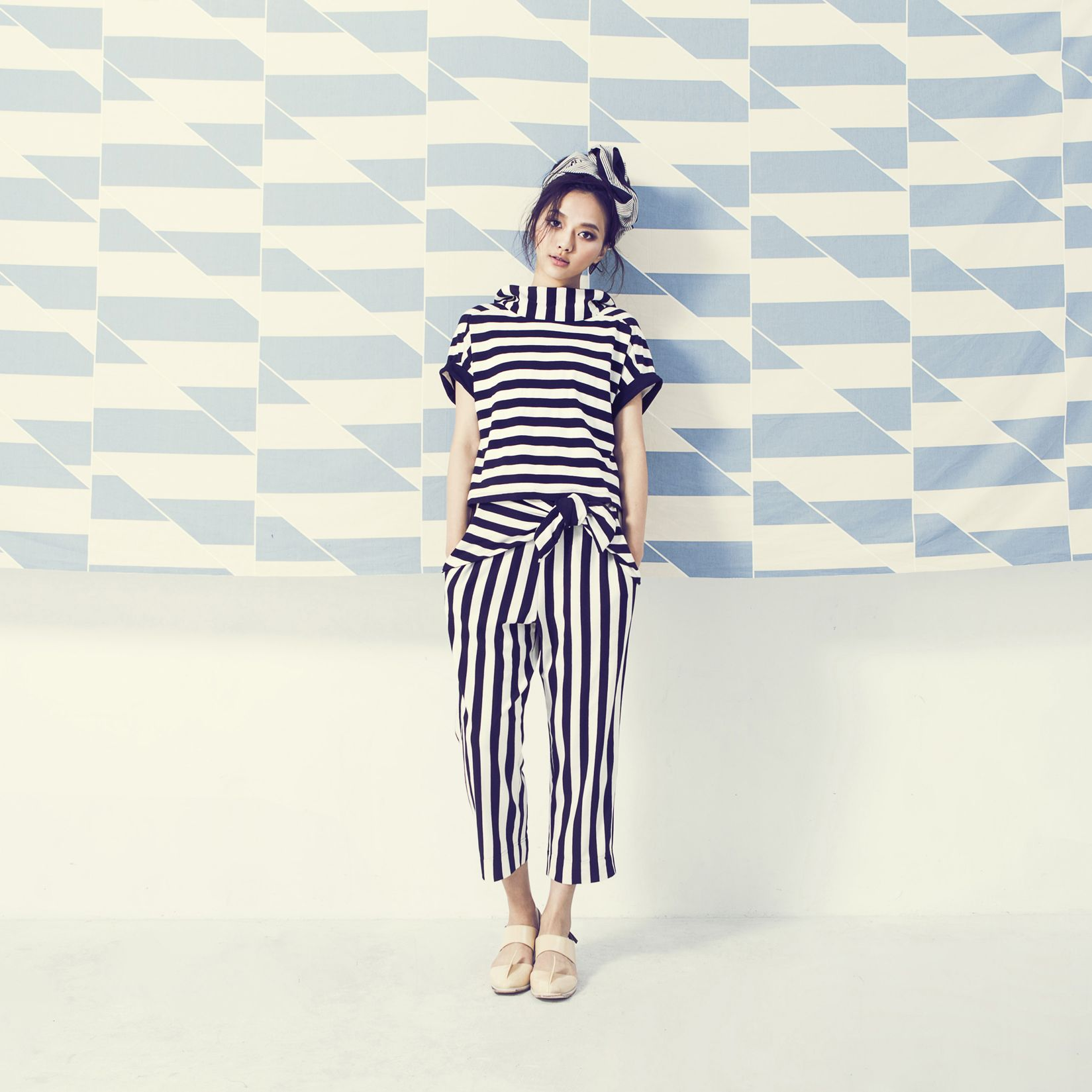 Black.White Knit stripe crop pants ,  Knit stripe blouse
