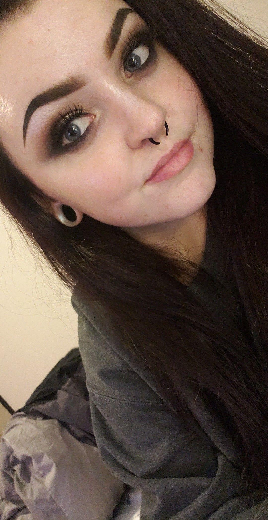 #girlswithpiercings #septumpiercing #peircings #alternative #alt #girlswithgauges #stretchedlobes #grunge #smokeyeye #makeup #eyebrows