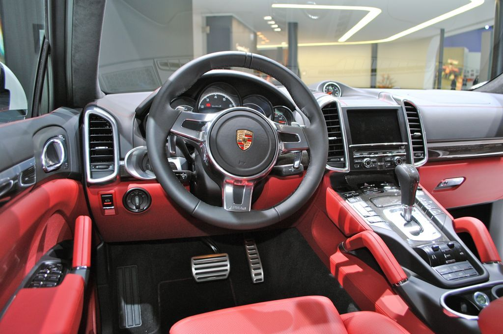 2014 porsche cayenne diesel facelift 2014 porsche cayenne interior automobile magazine 2014. Black Bedroom Furniture Sets. Home Design Ideas