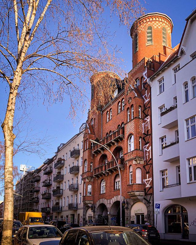 Pin Von Massimo Iotti Auf Berlin Und Seine Bauten In 2020 Berlin Kreuzberg Berlin Bau