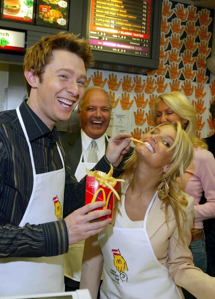 Celebrities Eating Fast Food: Stars Chow Down On The Go ...