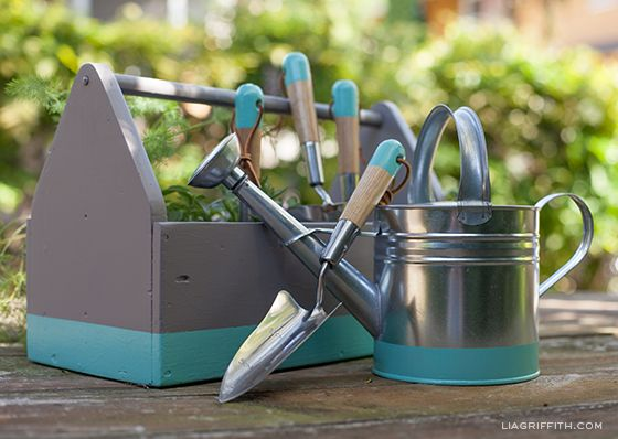Etonnant DIY Dipped Garden Tools With Matching Watering Can And Tool Box