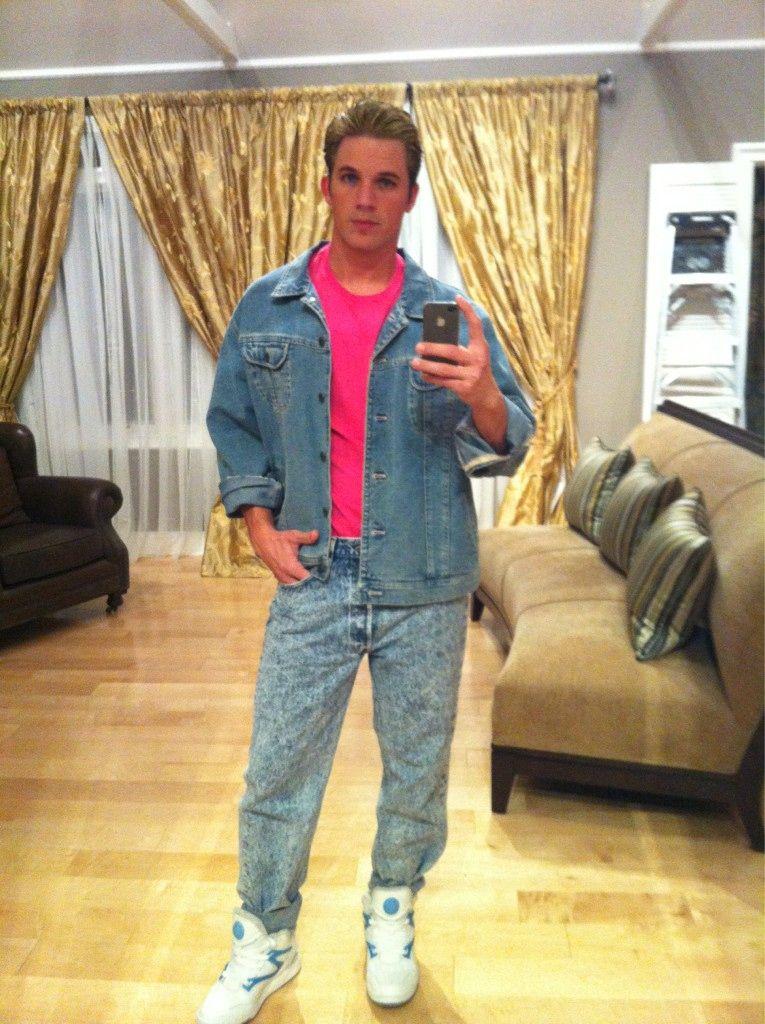 haha, LOVE Matt Lanter even more for dressing up as Zach