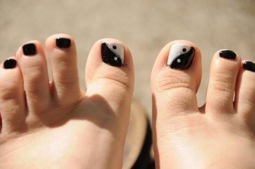 Ying Yang nails.