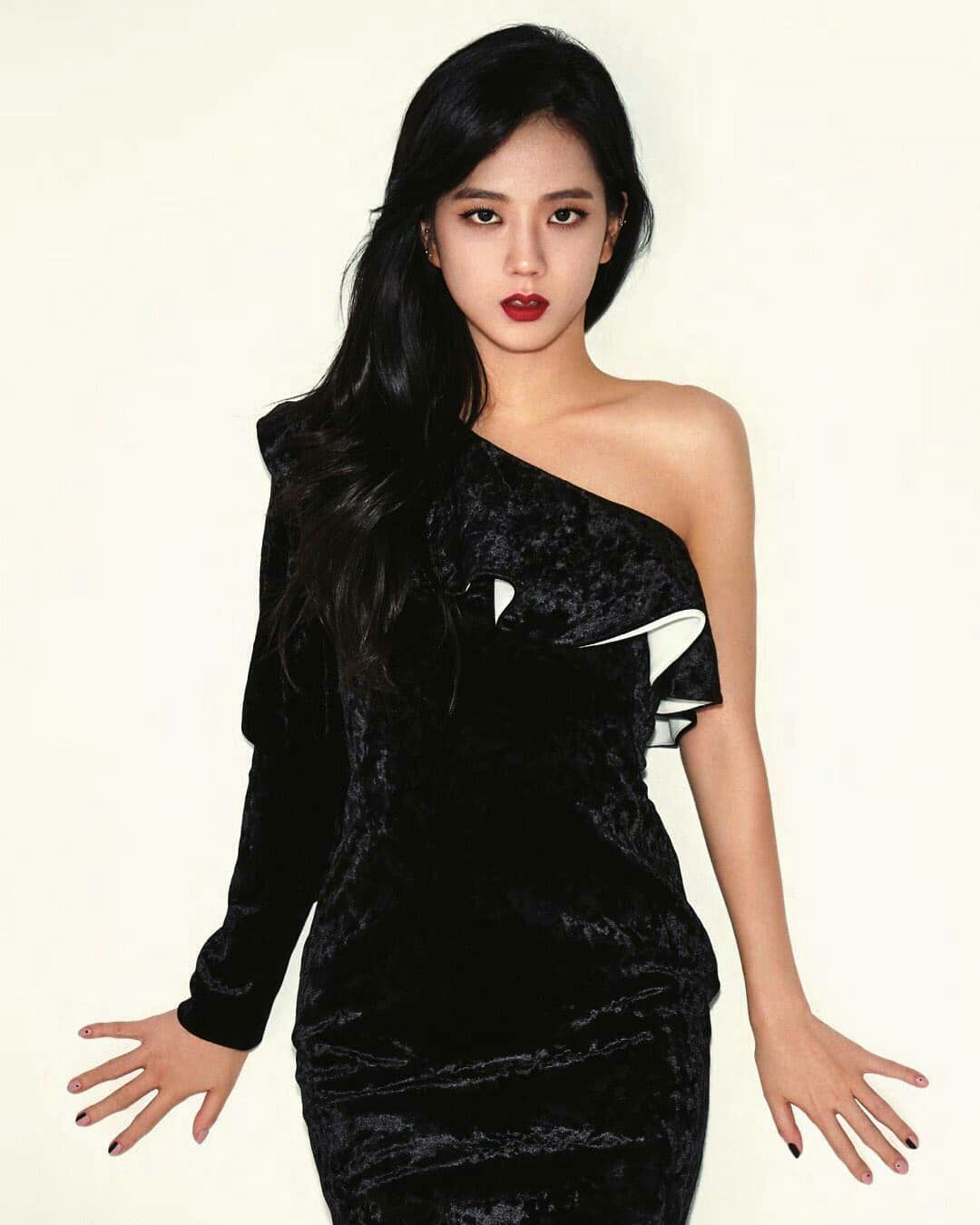صور عضوات بلاك بينك Blackpink Fashion Blackpink Jisoo Fashion