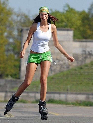 Girlfriends guide to dating a rollerblader