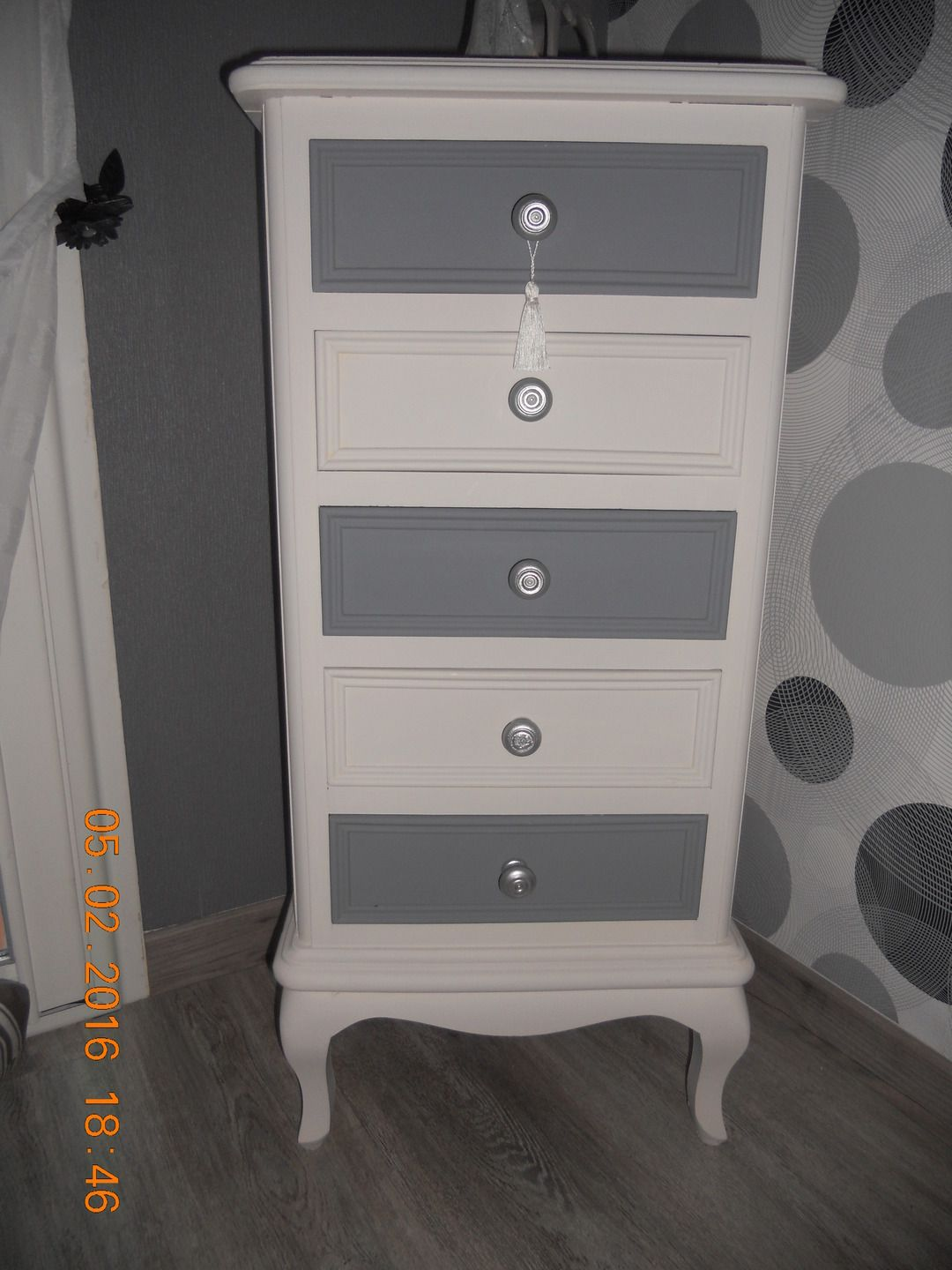 chiffonnier en chene relooker par mes soins gris et blanc lin meubles et rangements par. Black Bedroom Furniture Sets. Home Design Ideas