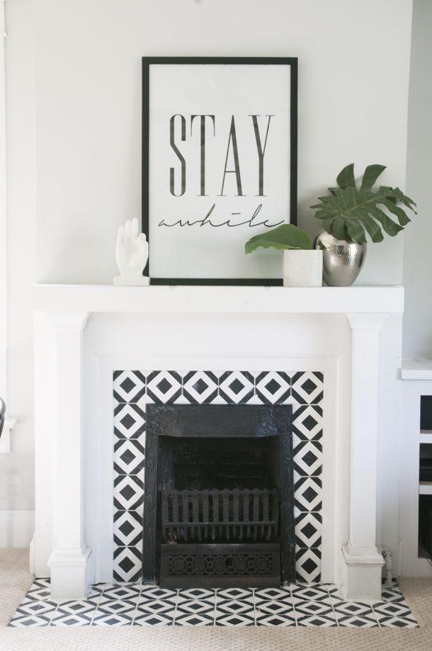 handpainted tile fireplace - Moderner Kamin Umgibt Kaminsimse