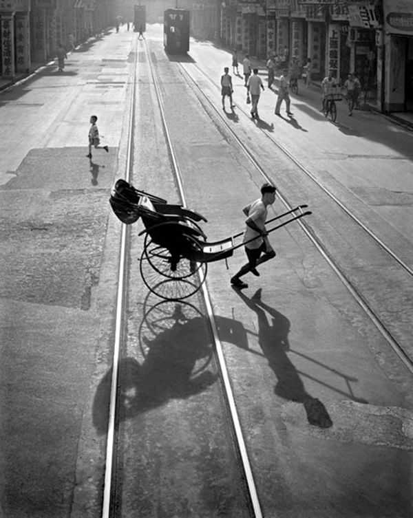 Shooting film amazing black white photos of street scenes in hong kong c