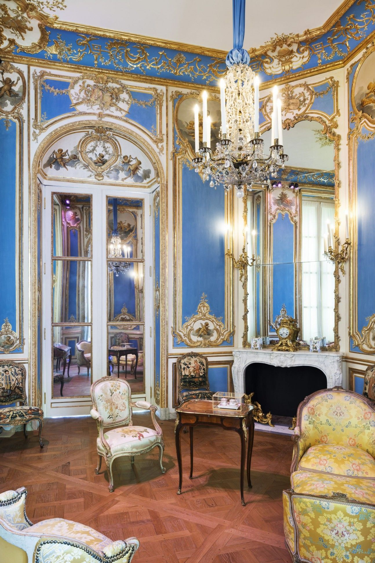 The Louvre Museum Reopens Its 18th Century Decorative Arts Galleries With The Support Of Breguet Watches Opulent Interiors Louvre Museum Louvre