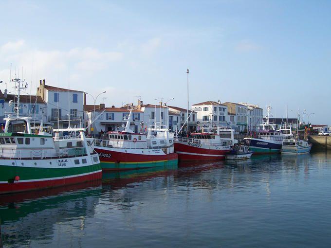 Ile d 39 yeu vend e port joinville voyage en france la france est le coeur du monde - Galerie du port noirmoutier ...