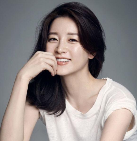 Top 10 Artis Korea Tercantik Lengkap Lee Young Shot Hair Styles Asian Haircut