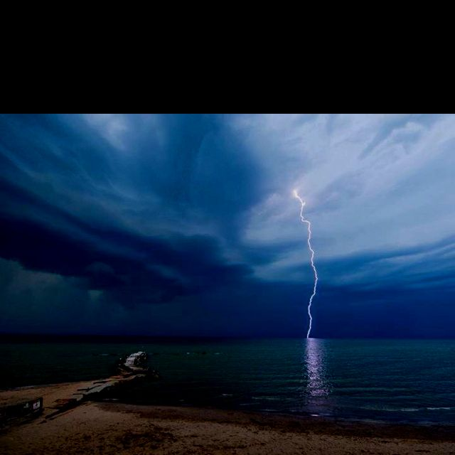 Sweet storm pic. Taken @ my FAVE Lake Erie spot, Huntington Beach in Bay Village, OH. Photo credit to National Geographic.