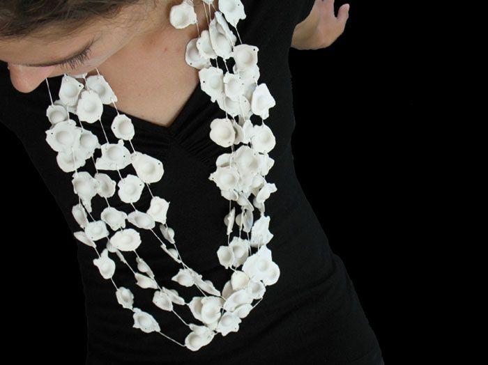 Julie Usel : porcelain, silk thread