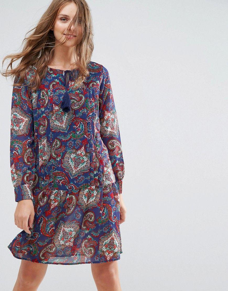 ¡Consigue este tipo de vestido informal de Anmol ahora! Haz clic para ver los detalles. Envíos gratis a toda España. Vestido estilo túnica con lazadas y borlas de Anmol: Vestido casual de Anmol, En un acabado de tejido ligero, Estampado de cachemir, Cuello redondo, Tiras con borlas, Manga larga, Cintura caída, Corte estándar - se ajusta al tallaje real, Lavar a máquina, 100% poliéster, Modelo: Talla UK 8/EU 36/US 4; Altura de 176 cm/5'9,5 (vestido informal, casual, informales, informa...