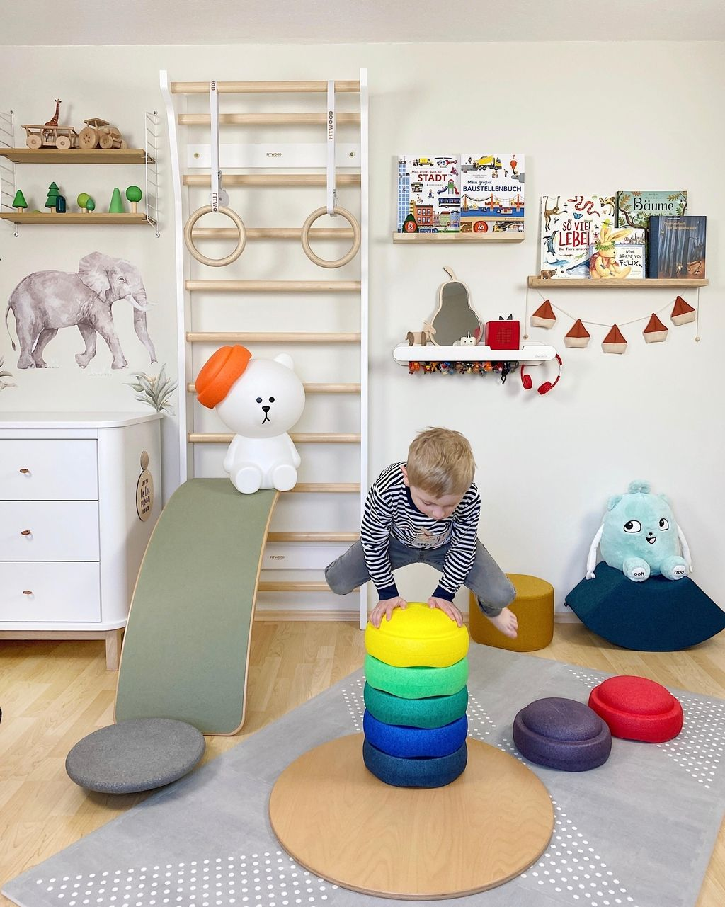 Happy Friday! #kinderzimmer #kidsroom #sprossenwand …