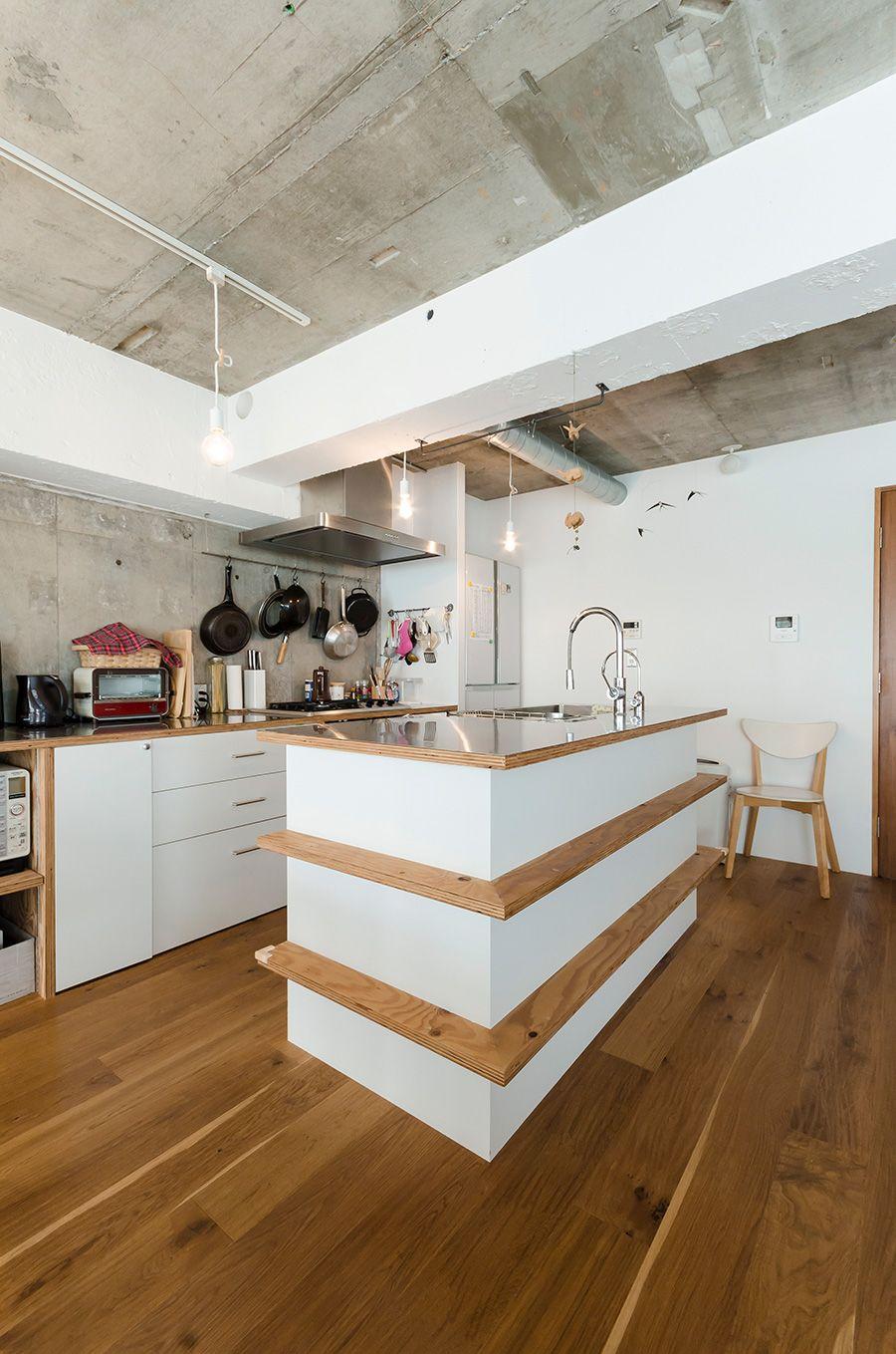 アイランドキッチンにはラーチ合板の飾り板をプラスした アウトドアリビング 自宅で リビング