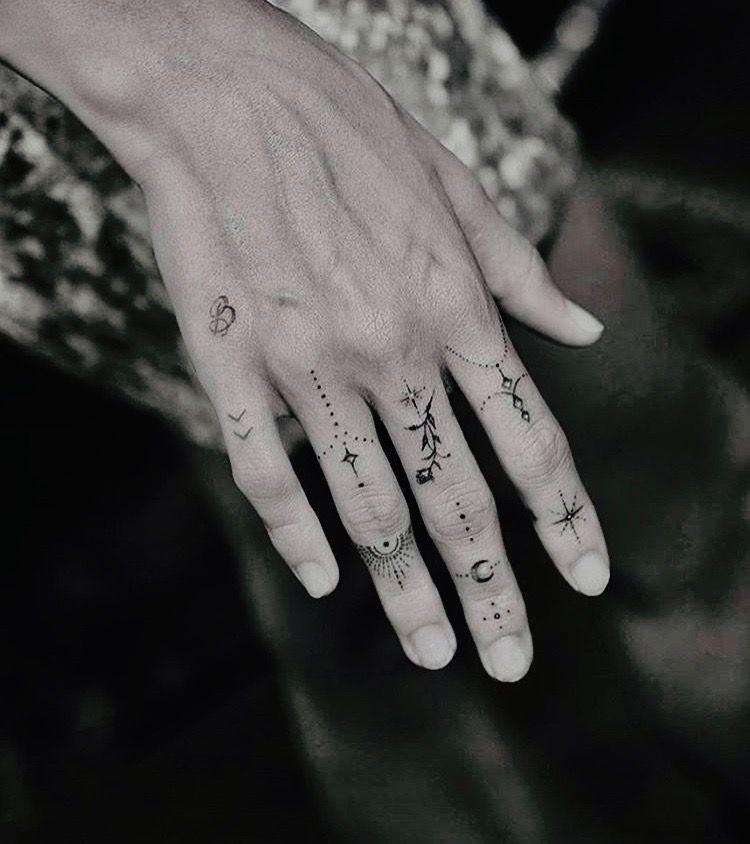 Tatoo by maeva biasioli in 2020 Cool small tattoos, Tiny
