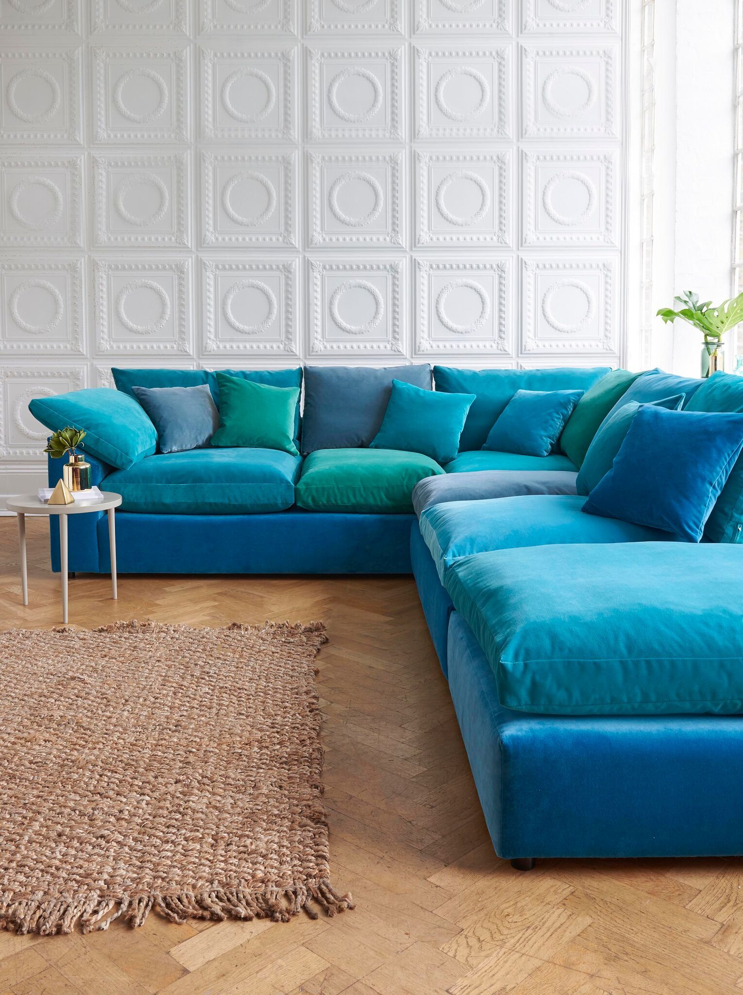 Marvelous On Trend Blue Velvets Create A Tranquil Space Paired With Evergreenethics Interior Chair Design Evergreenethicsorg