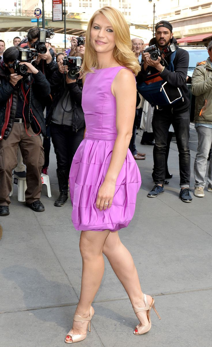 Claire Danes showing off her curvy muscled calves lovely