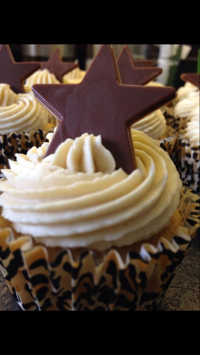 Cappuccino chocolate star cupcakes