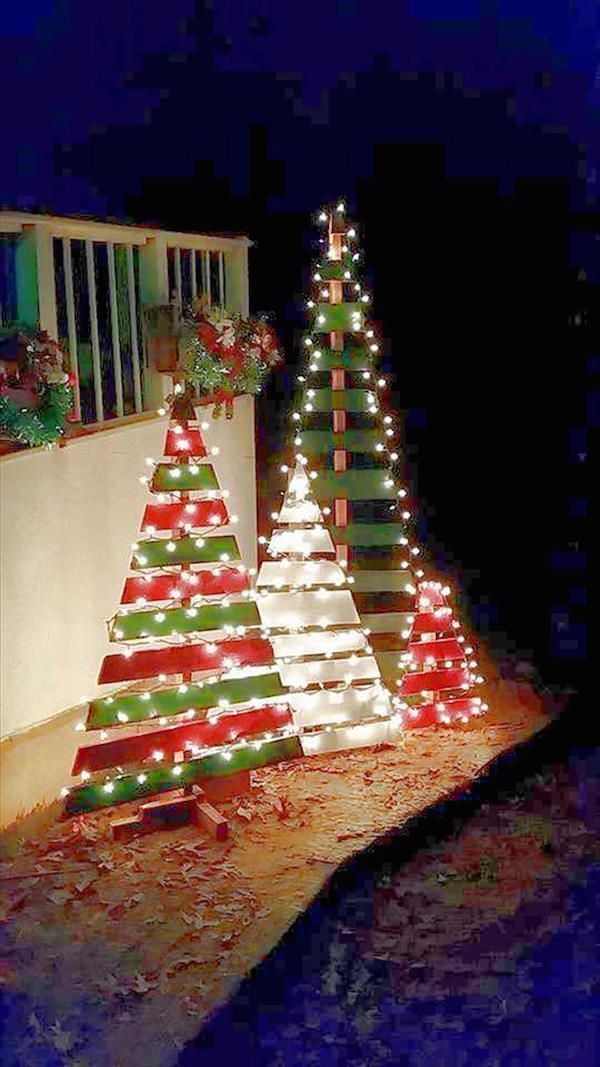 DIY outdoor wooden pallet Christmas trees with lights Christmas