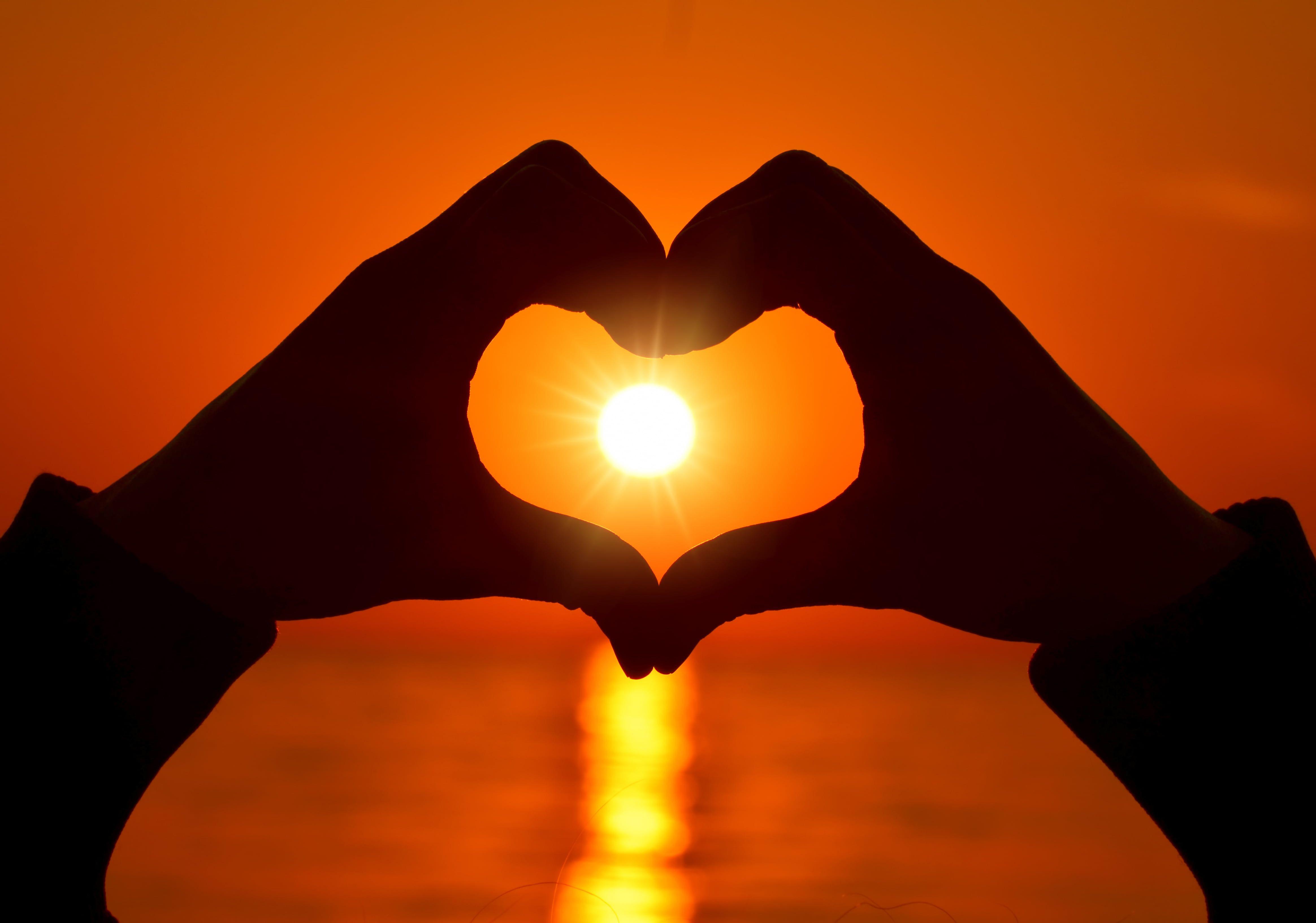 Hand Heart Form Love Heart Love Heart Sunset Romantic Hands 4k Wallpaper Hdwallpaper Desktop Love Wallpaper Wallpaper Love Heart Symbol Hand shaped love wallpaper in sunset