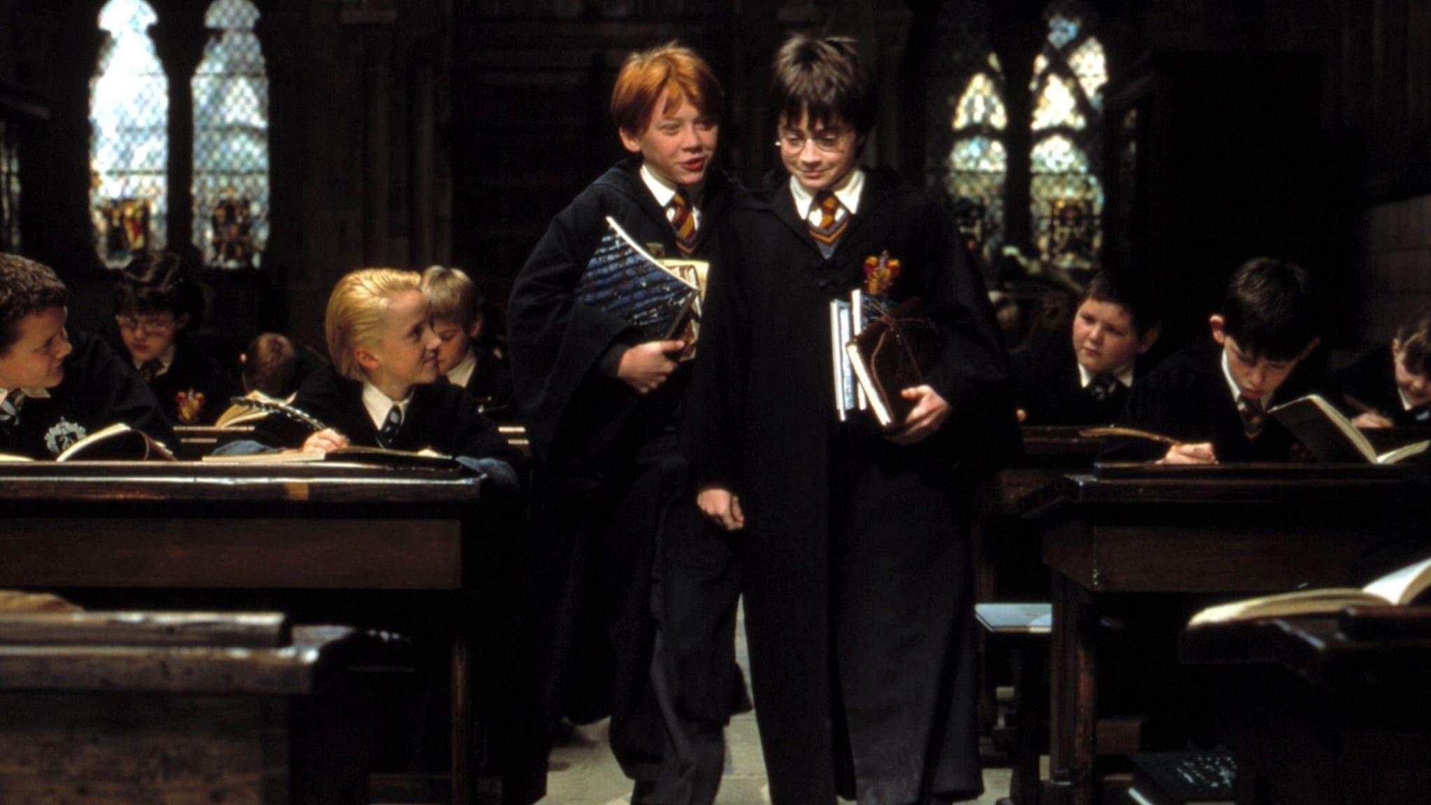 Szulei Halala Utan Harry Potter Mostohaszuloknel Nevelkedik Sanyaru A Sorsa A Lepcso Alatti Kuckoban Lakik Es Elviselhetetl Harry Potter Ron Weasley Hogwarts