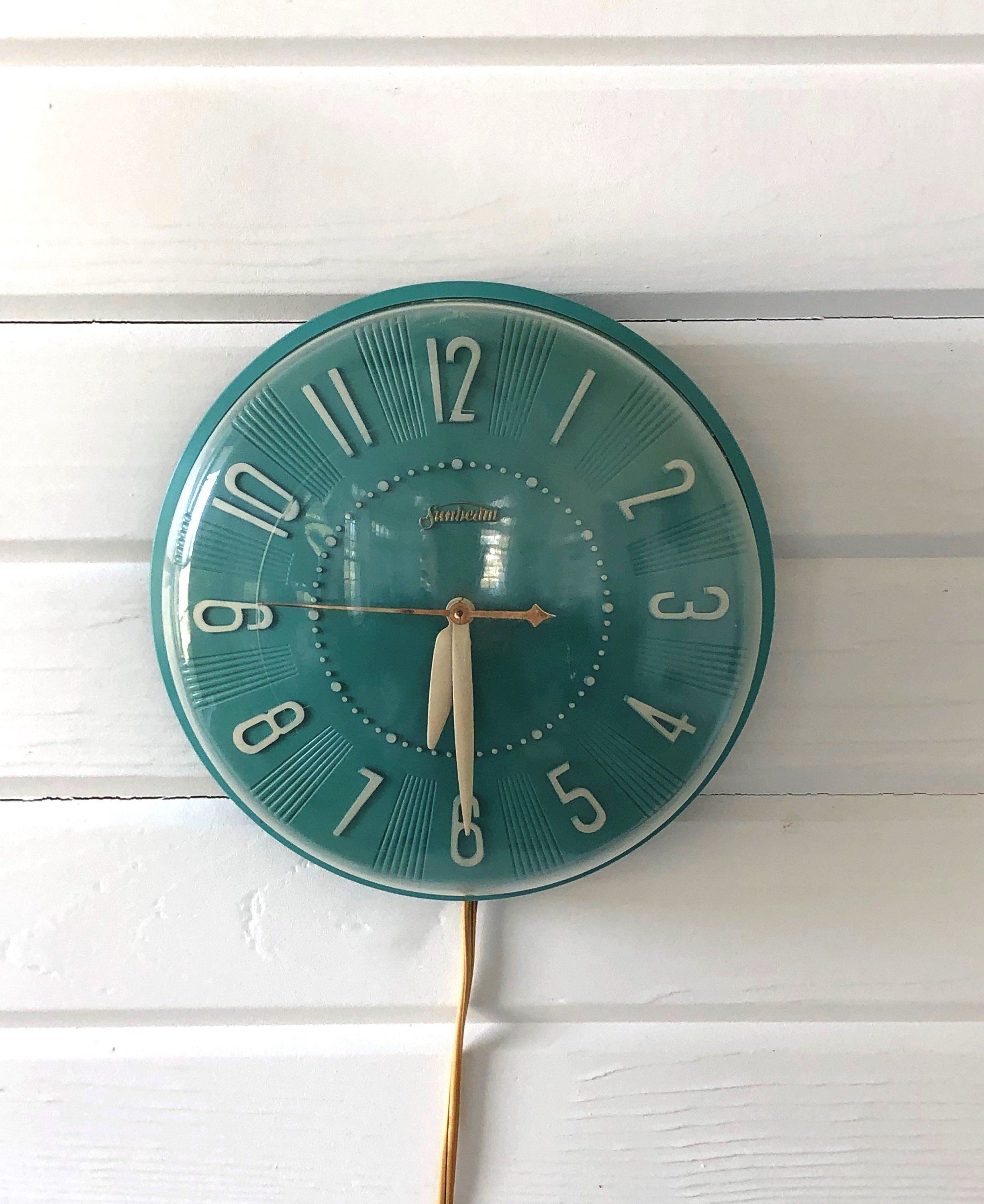 Vintage 1950s Sunbeam Teal And White Mid Century Electric Wall Etsy In 2020 Clock Vintage Clock Kitchen Clocks