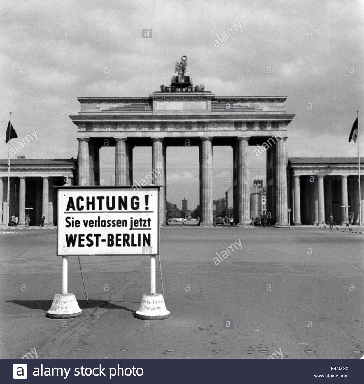 Deutschland Mauerbau August 1961 Die Ost West Grenze Durch East Berlin 1961 West Germany Tor Brandenburger Ost Deutsc In 2020 West Berlin Berlin Photographic Print