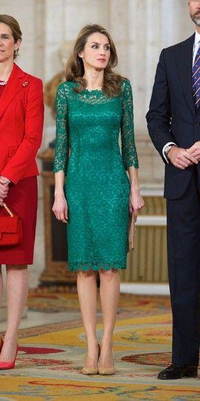 El look del día | Queen letizia, Queens and Vestidos
