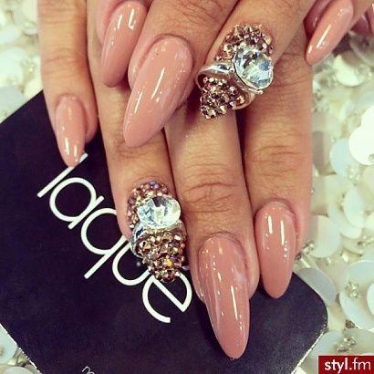 pinΑℓєиα on Иαιℓѕ  nail charms nail art