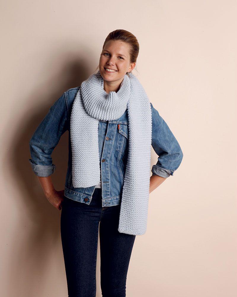 36ddc37286a2 Tricot facile   patron pour tricoter une écharpe au point mousse - Marie  Claire