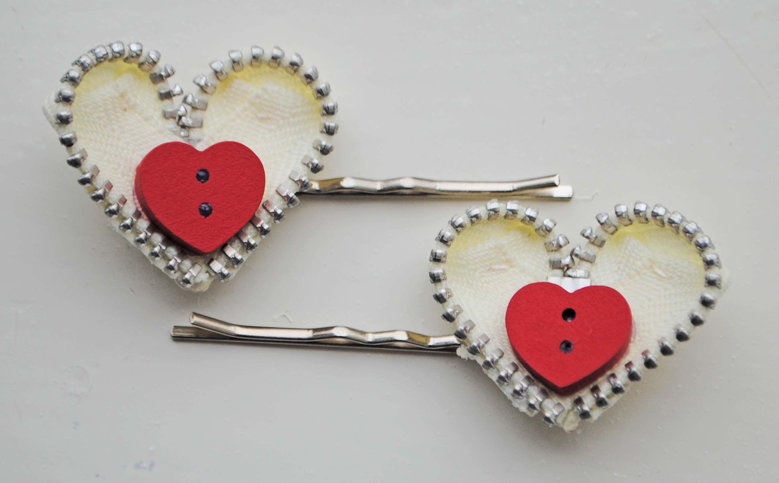 Zipper Heart Hair grips by habercraftey