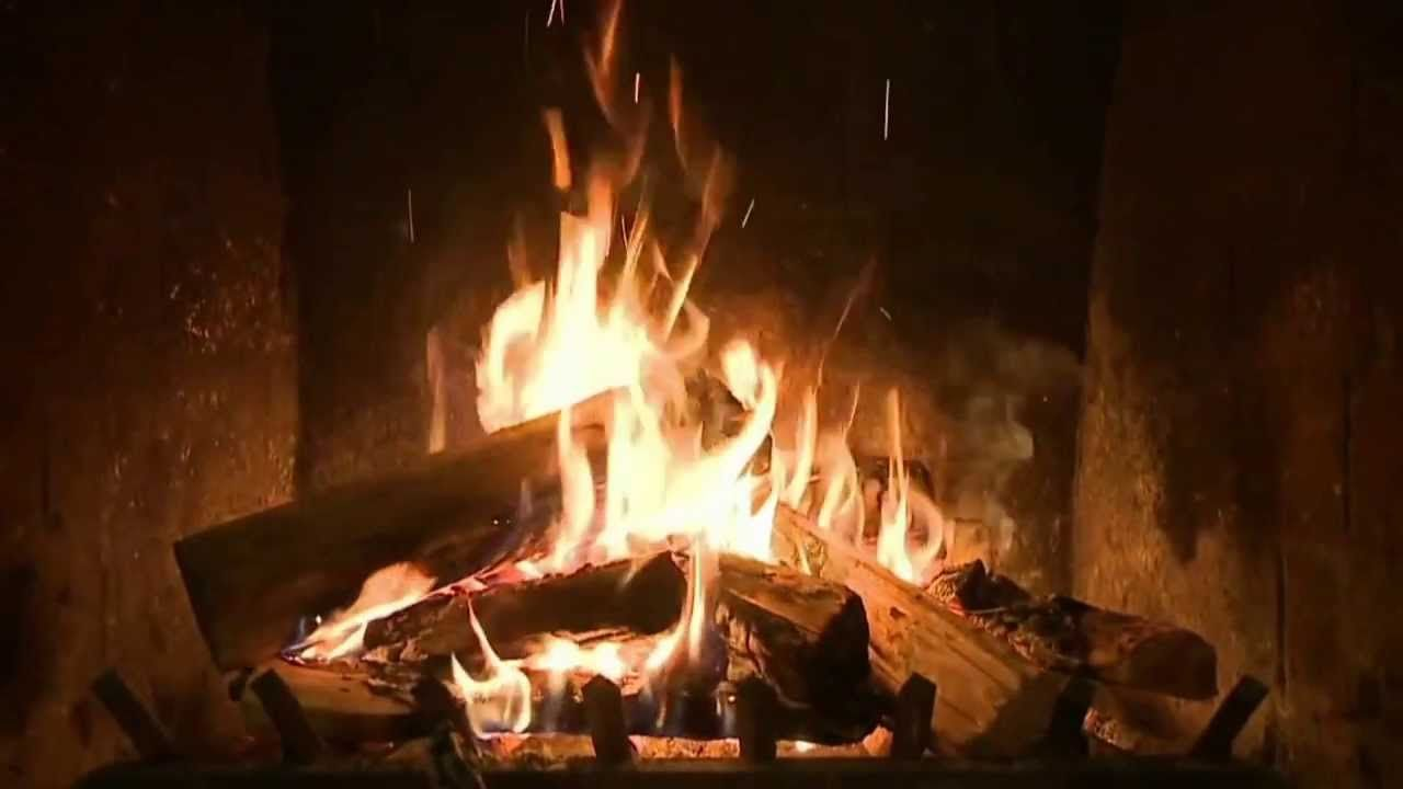 2 Hours of CLASSIC Christmas Music with a crackling Fireplace - It\'s ...