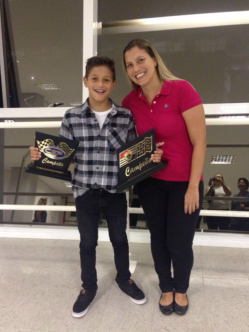 Melhor piloto de kart 2015 em duas categorias - Tribuna autódromo de Interlagos Mar/2016 / com a tia Carolina