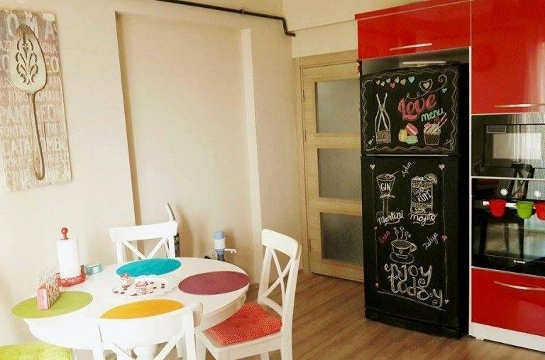 La pintura de pizarra en cualquier color puede ayudarnos for Cocinas originales pequenas