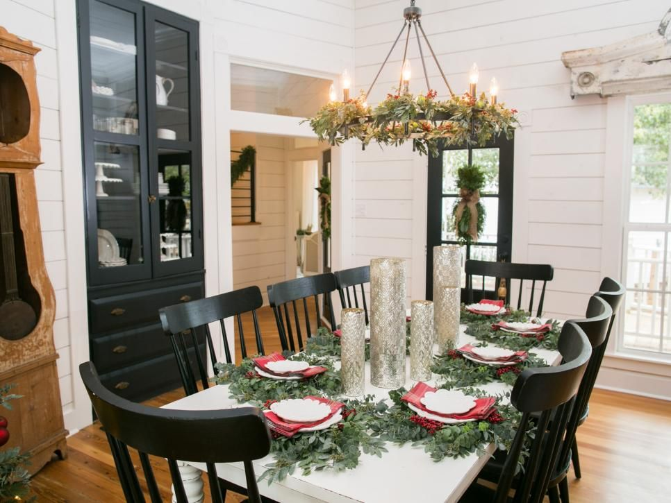 Fixer Upper: Renovation and Holiday Decor at Magnolia House Bed ...