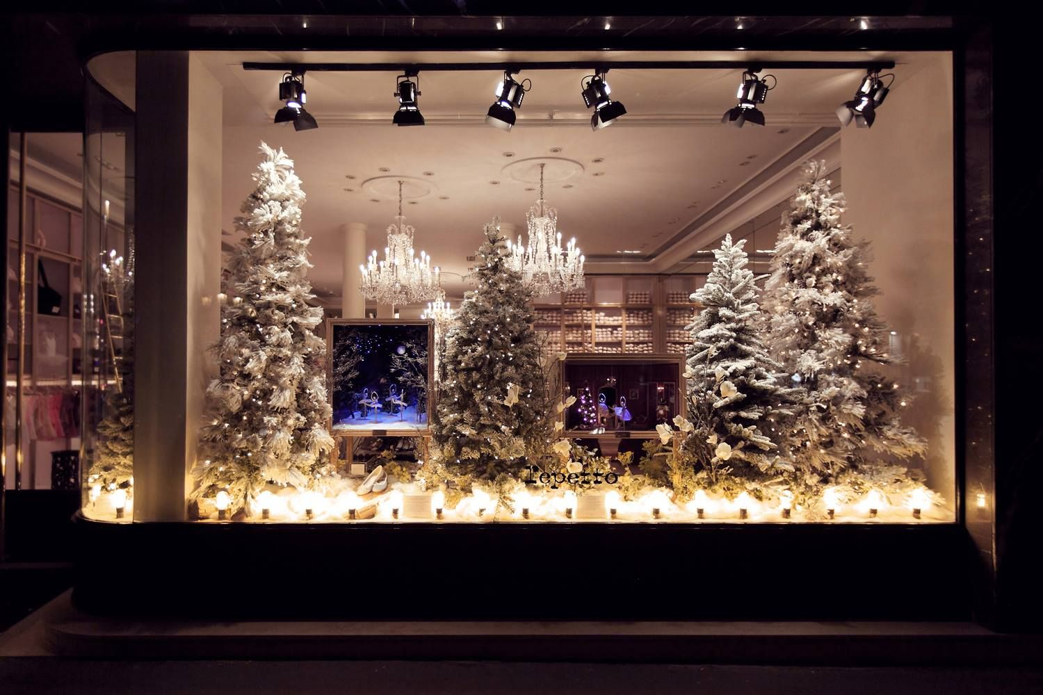 Natale da repetto creative window displays pinterest - Les plus belles decorations de noel ...