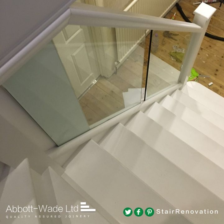 Best White Treads With Glass Balustrade Glass Staircase 400 x 300