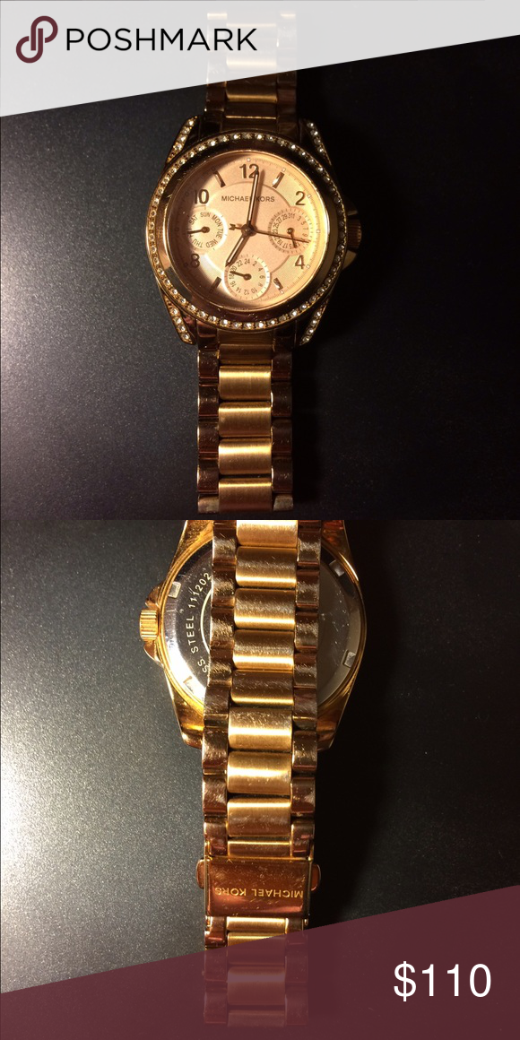 Michael Kors watch. Rose Gold watch is pre loved and kept in good condition however it has tarnish with time. Rose gold color.  Needs new battery. Michael Kors Accessories Watches