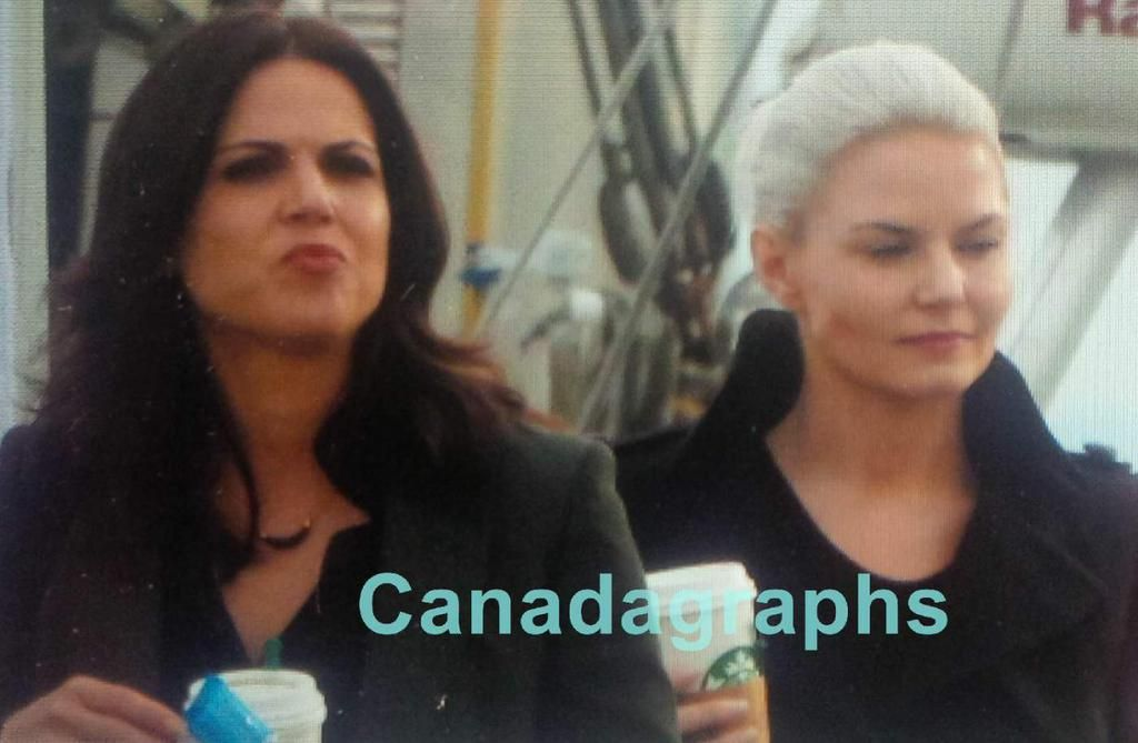"""Jennifer Morrison and Lana Parilla - Behind the scenes - 5 * 2 """"The Price"""" - 22 July 2015"""