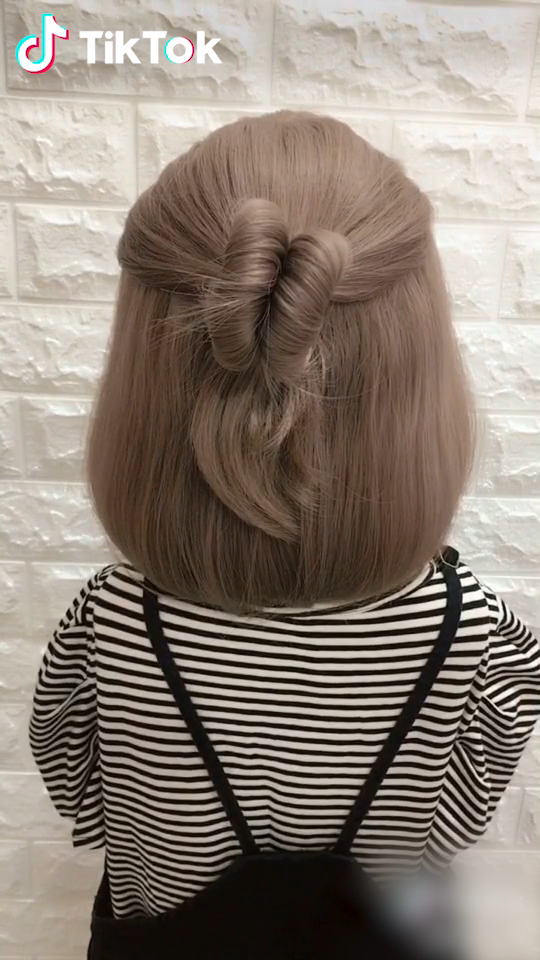 Super Easy To Try A New Hairstyle Download Tiktok Today To Find More Amazing Videos Also You Can Post Videos Short Hair Styles Long Hair Styles Hair Hacks